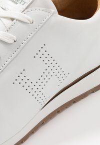 Hackett London - Sneakersy niskie - white - 5