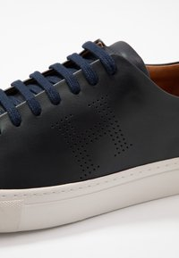 Hackett London - Sneakersy niskie - navy - 5