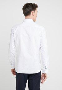 Hackett London - TIE PLACKET OXFORD SLIM FIT - Hemd - white - 2