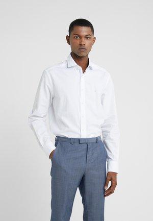 BRUSHED - Businesshemd - white/sky