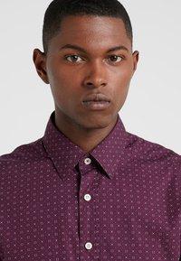 Hackett London - DOT PRINT SLIM FIT - Formal shirt - burgundy - 3
