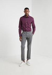 Hackett London - DOT PRINT SLIM FIT - Formal shirt - burgundy - 1