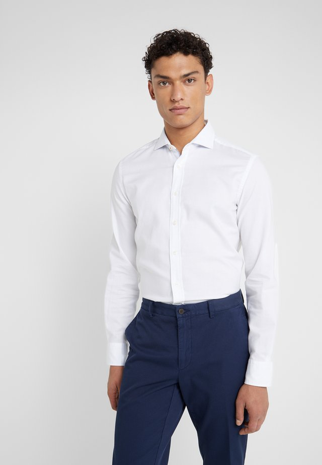 NATURAL STRETCH TRIM SLIM FIT - Vapaa-ajan kauluspaita - white