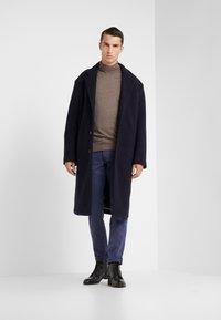 Hackett London - DYED JEANS - Džíny Straight Fit - dark blue - 1