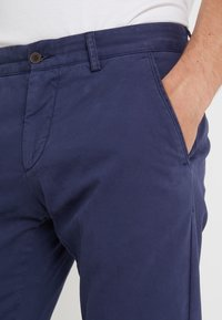 Hackett London - DYE TEXTURE - Kalhoty - denim - 3