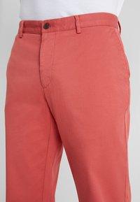 Hackett London - RAISED - Chino kalhoty - rhubarb - 5