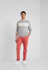 Hackett London - RAISED - Chino kalhoty - rhubarb - 1