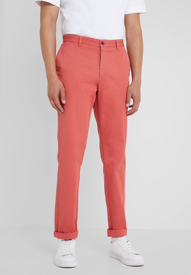 RAISED - Chinos - rhubarb