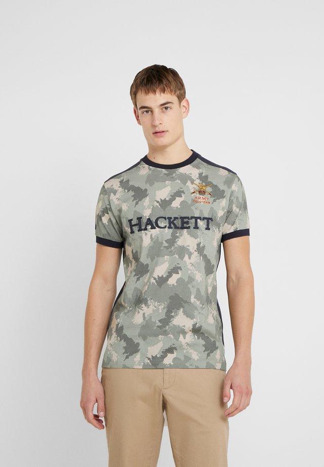 ARMY CAMO TEE - T-shirt z nadrukiem - sage