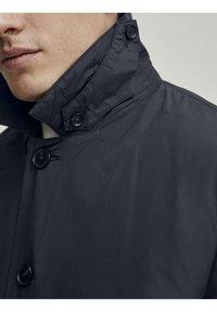 Hackett London - LW INSULATED RAINCOAT - Short coat - navy - 4