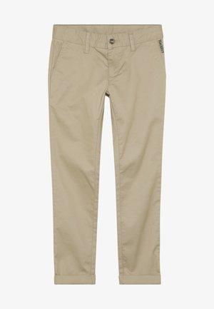 SLIM - Chino kalhoty - desert