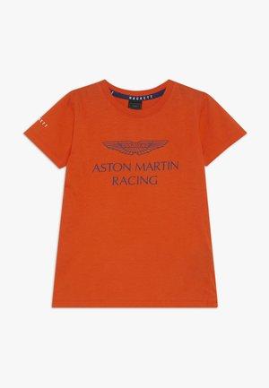 ASTON MARTIN RACING WINGS - Triko spotiskem - orange