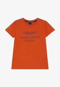 Hackett London - ASTON MARTIN RACING WINGS - Triko spotiskem - orange - 2