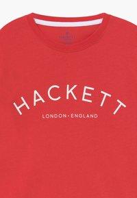 Hackett London - LOGO - Triko spotiskem - strawberry - 3
