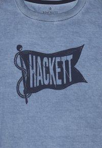 Hackett London - FLAG - Triko spotiskem - pebble blue - 3