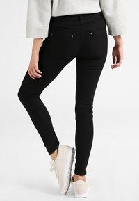 Hue - ESSENTIAL - Trousers - black - 2