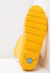 Hunter - WOMENS ORIGINAL SHORT - Gummistövlar - yellow - 5