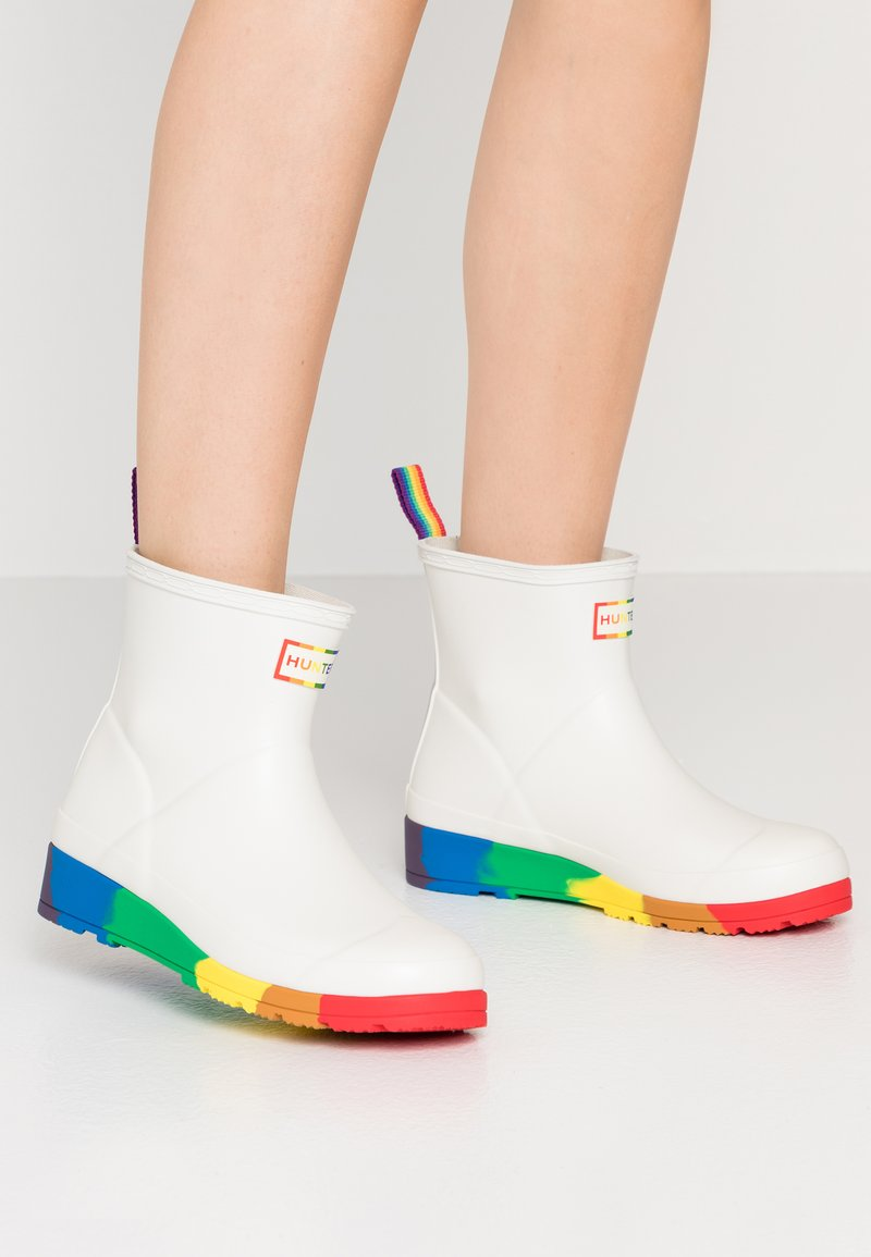 Hunter ORIGINAL - ORIGINAL PRIDE PLAY BOOTS FLATFORM - Wellies - white