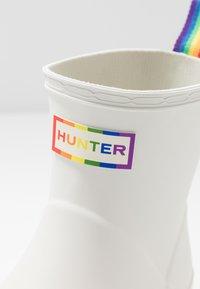 Hunter ORIGINAL - ORIGINAL PRIDE PLAY BOOTS FLATFORM - Gummistøvler - white - 2
