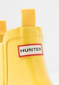 Hunter - ORIGINAL KIDS CHELSEA GLOSS - Stivali di gomma - lightening yellow - 2