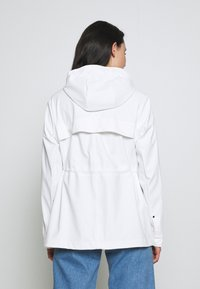 Hunter ORIGINAL - WOMENS ORIGINAL LIGHTWEIGHT RUBBERISED JACKET - Parka - white - 2