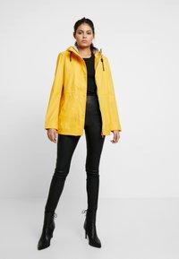 Hunter - WOMENS ORIGINAL LIGHTWEIGHT RUBBERISED JACKET - Parka - yellow - 1