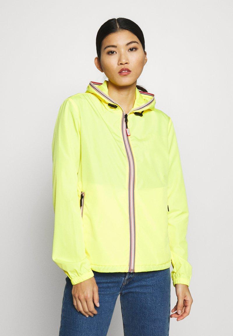 Hunter - WOMENS ORIGINAL SHELL JACKET - Waterproof jacket - yellow