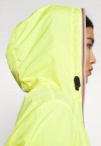 Hunter - WOMENS ORIGINAL SHELL JACKET - Waterproof jacket - yellow - 4
