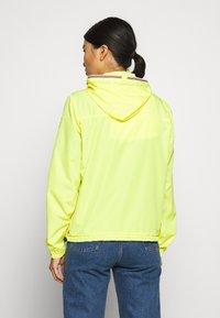 Hunter - WOMENS ORIGINAL SHELL JACKET - Waterproof jacket - yellow - 2