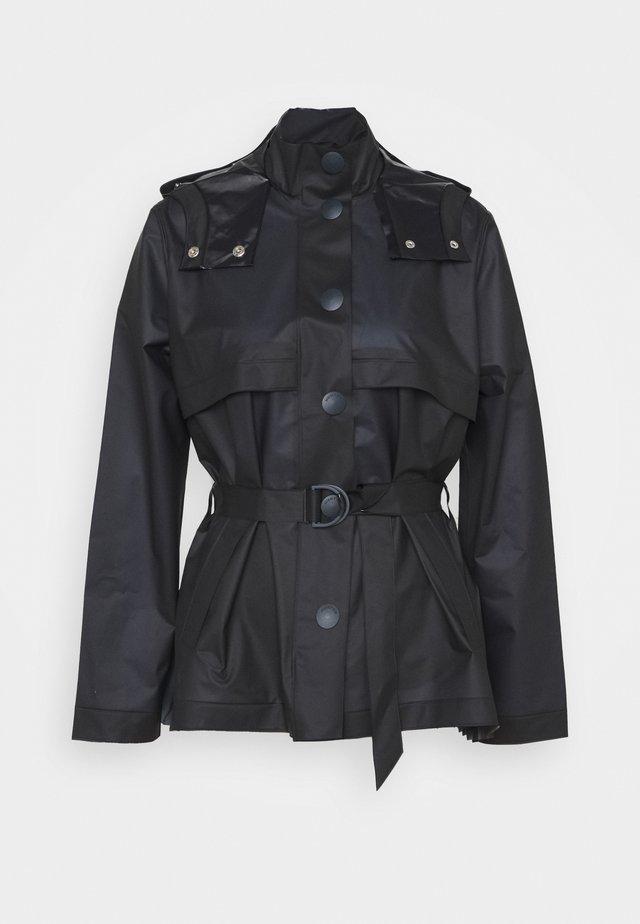 WOMENS REFINED PART PLEAT JACKET - Waterproof jacket - navy