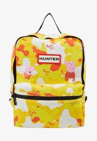 Hunter - KIDS PEPPA MUDDY PUDDLES BACKPACK - Batoh - wader yellow - 1