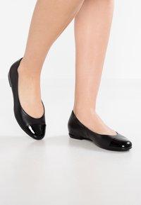 Högl - Klassischer  Ballerina - schwarz - 0