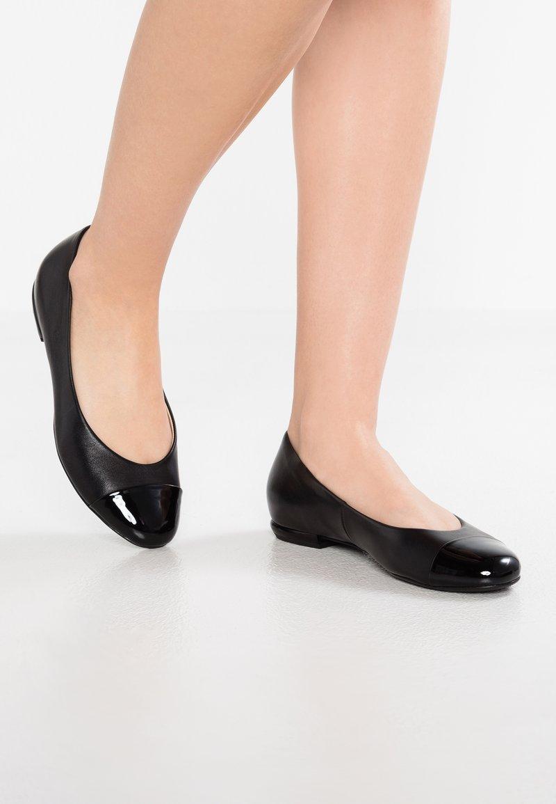 Högl - Klassischer  Ballerina - schwarz