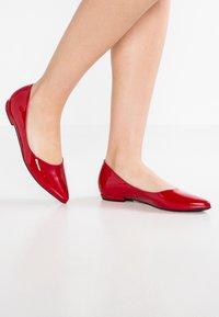 Högl - Ballerinat - red - 0