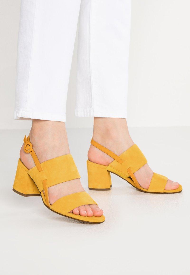 Högl - Sandály - yellow