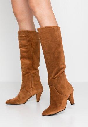 High heeled boots - nut