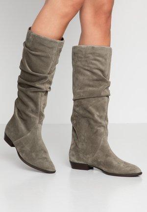 Boots - khaki