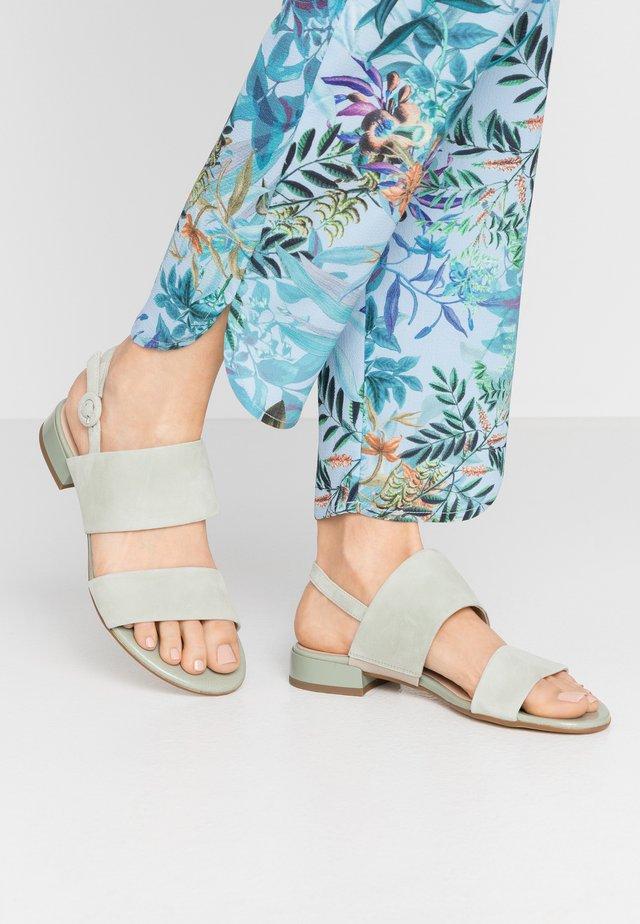 Sandaalit nilkkaremmillä - salvia