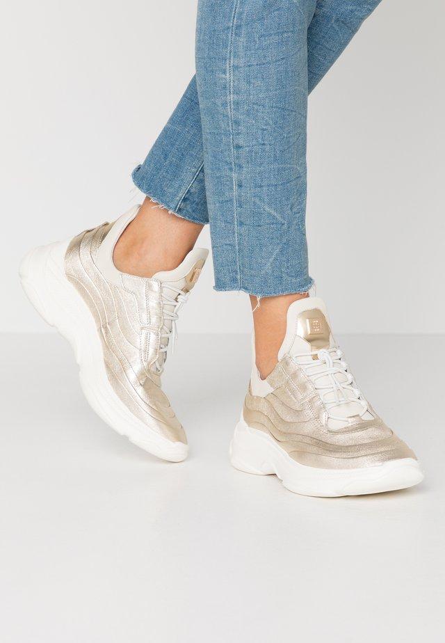 Sneakersy niskie - soft metallic