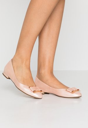 Ballet pumps - salmon