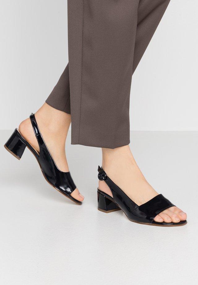9-102114 - Sandals - ocean