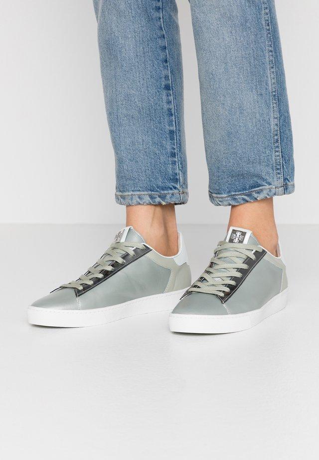 Sneakers - salvia