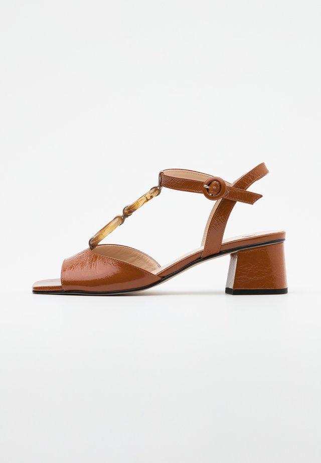 AMALITA - Sandalen - nougat