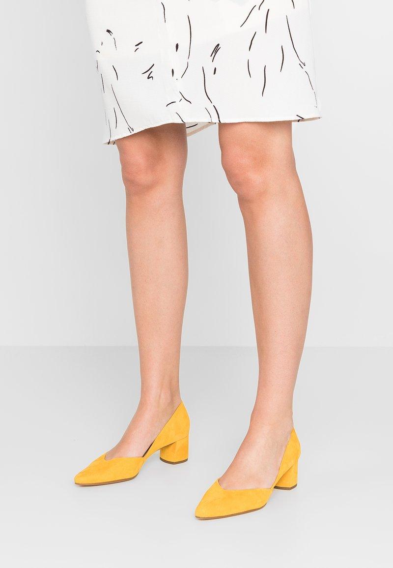 Högl - Classic heels - yellow