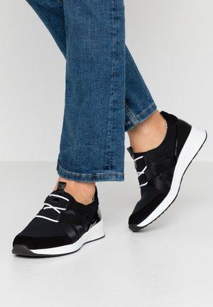Nazouvací boty - schwarz