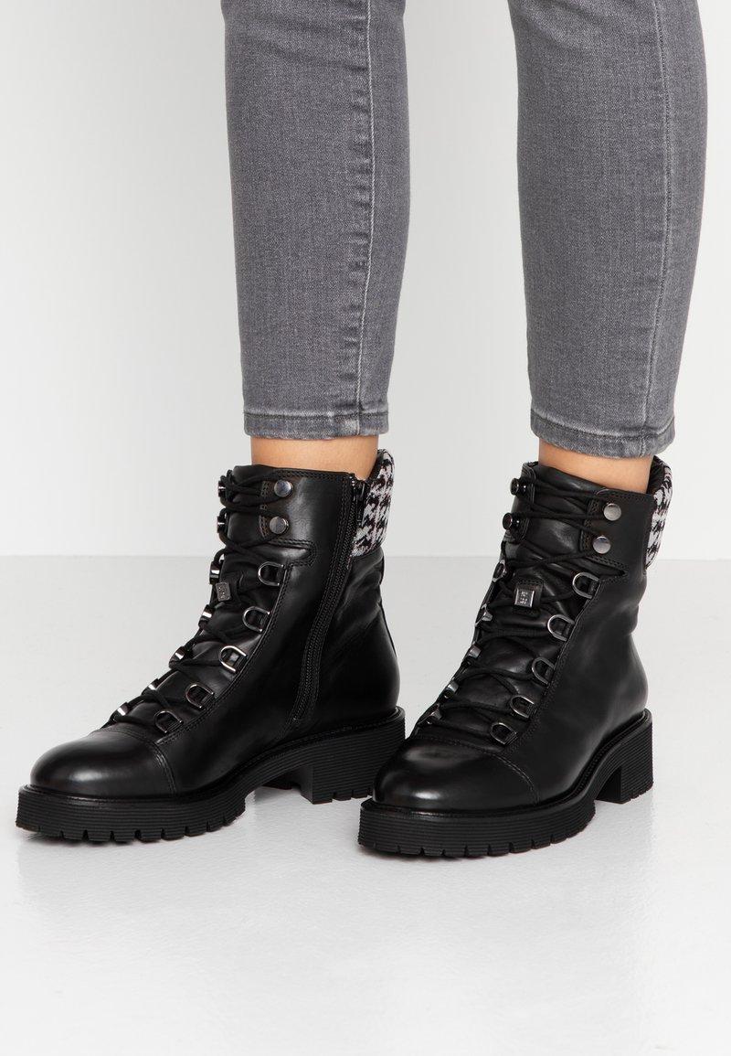 Högl - Platform ankle boots - schwarz/multicolor