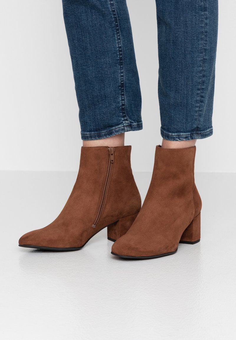 Högl - Classic ankle boots - nut