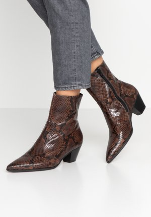 Cowboy/biker ankle boot - chocolate
