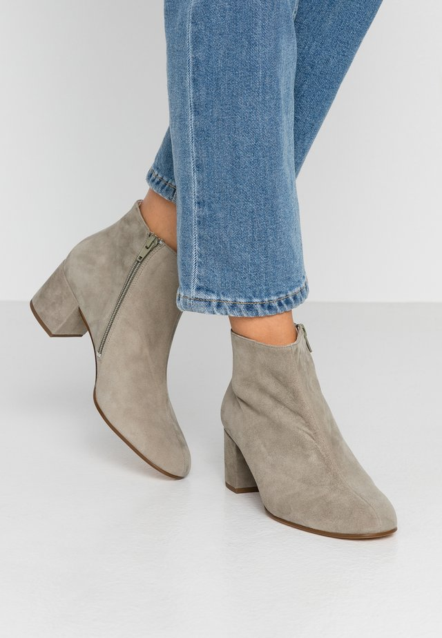 Boots à talons - taupe