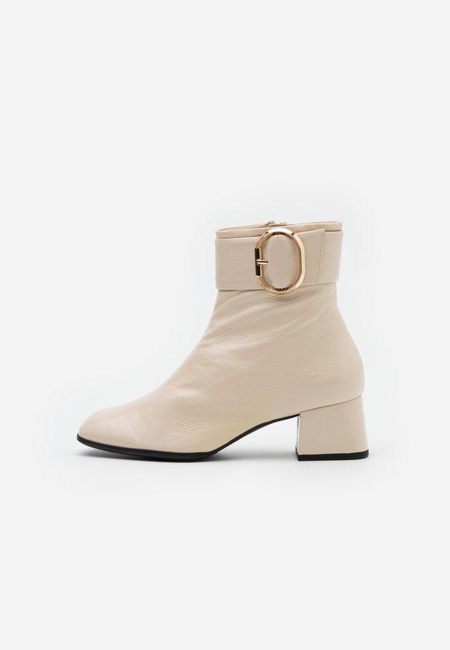 Korte laarzen - creme